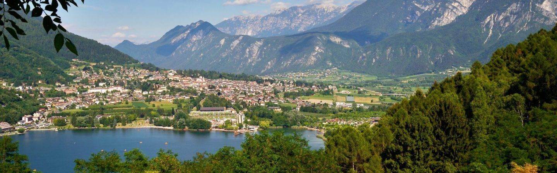Hotel per la tua vacanza a Levico Terme. Scegli ora il tuo hotel per una vacanza di relax e benessere in Trentino con la tua famiglia.